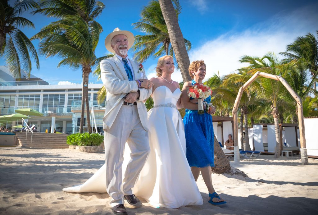 A bride and her parents at the Azul Fives hotel in Playa del Carmen