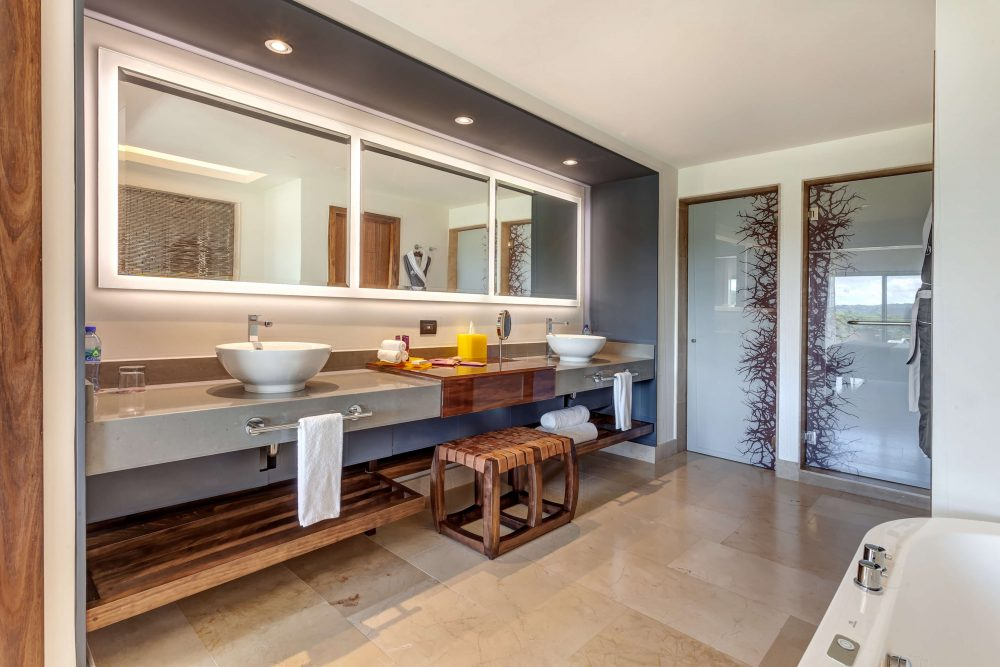 bathroom area in the junior suite Planet Hollywood Costa Rica