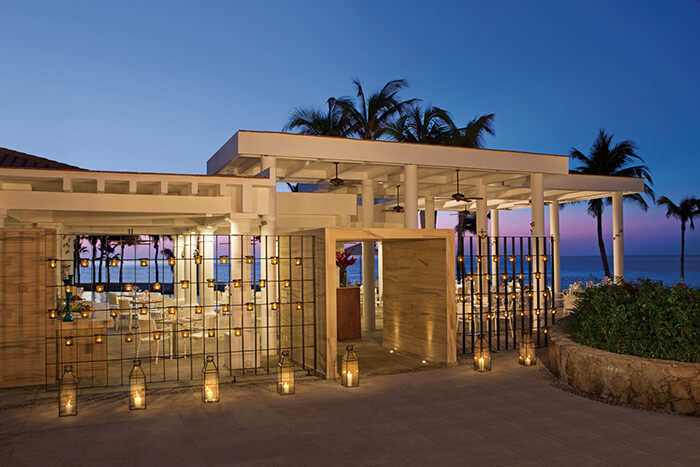 Barefoot Grill restaurant next to the pool at the Dreams Los Cabos