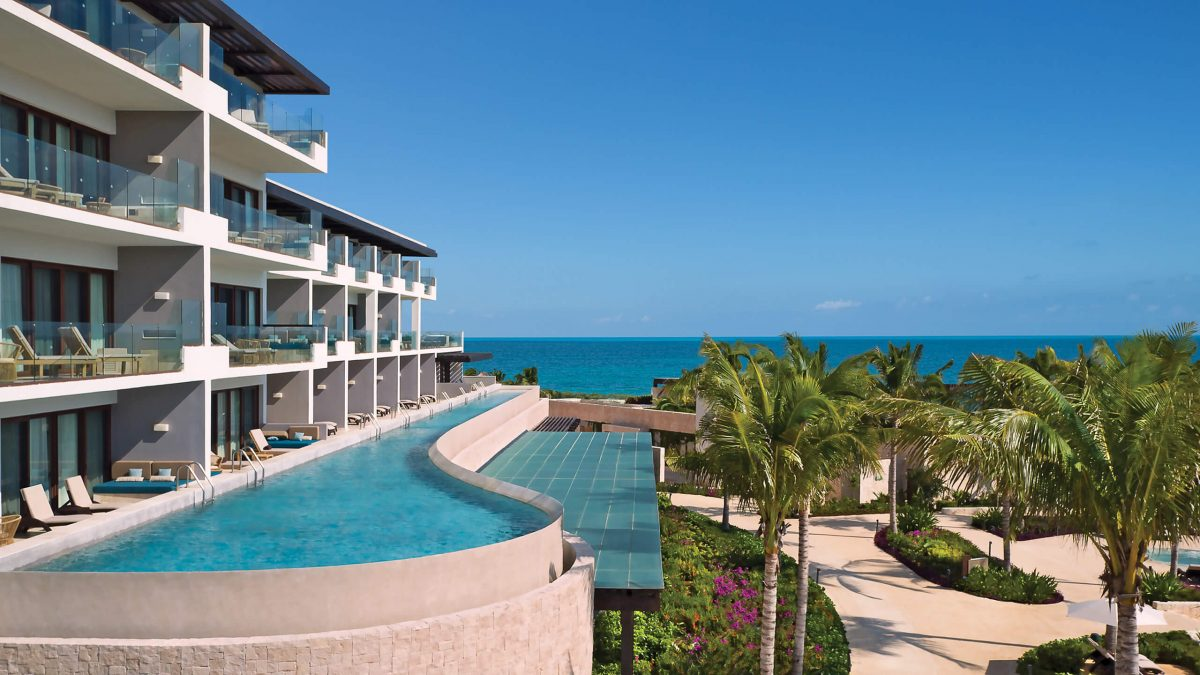 swim out rooms with ocean view at the Dreams Playa Mujeres