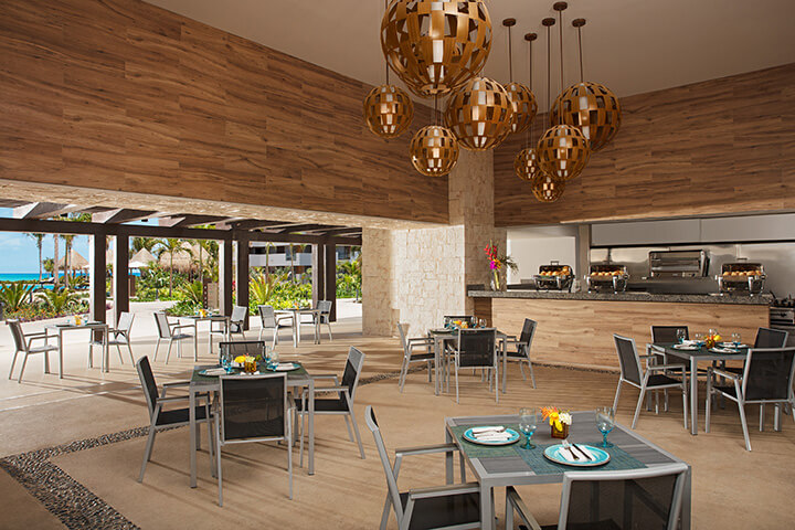 Tides restaurant available for snacks at the Dreams Playa Mujeres