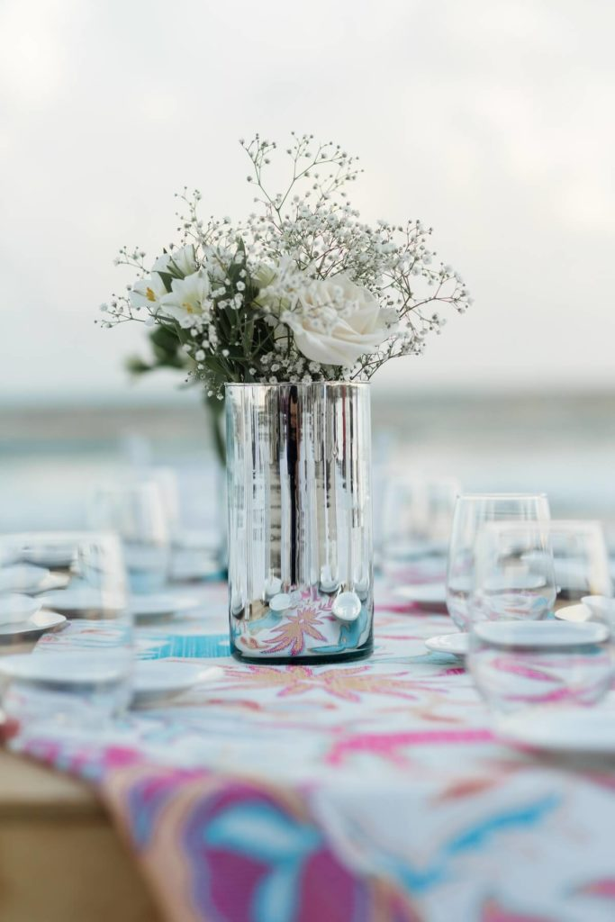 DIY centerpieces for a destination wedding: how to save money on your destination wedding, buy your own vases and flowers