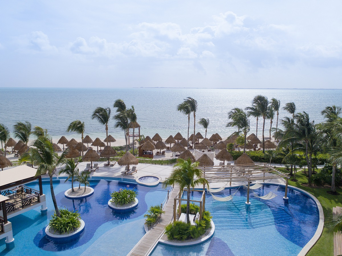 pool area and beach Excellence Playa Mujeres