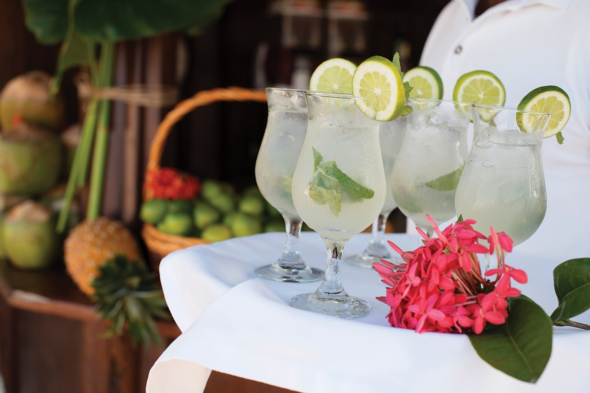 cocktails with lime and mint Excellence Playa Mujeres