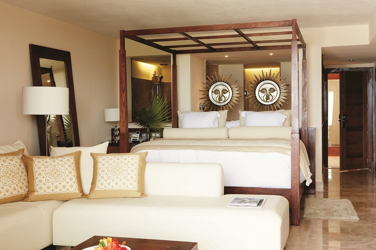 interior of the junior suite spa or pool vie Excellence Playa Mujeres