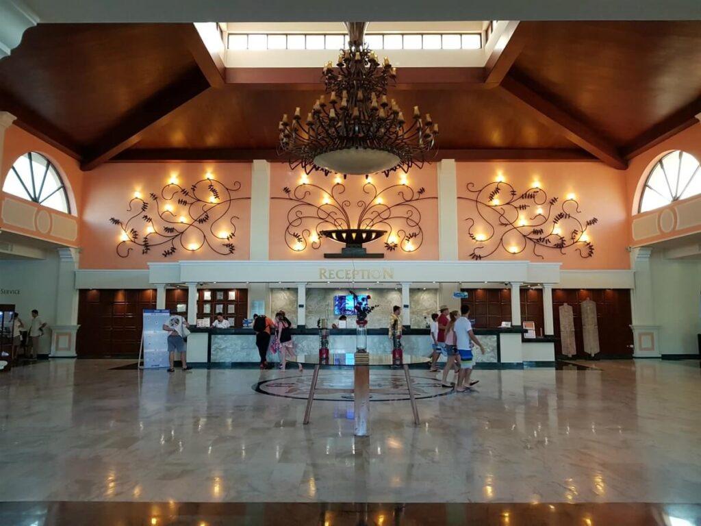 main lobby area at sandos playacar