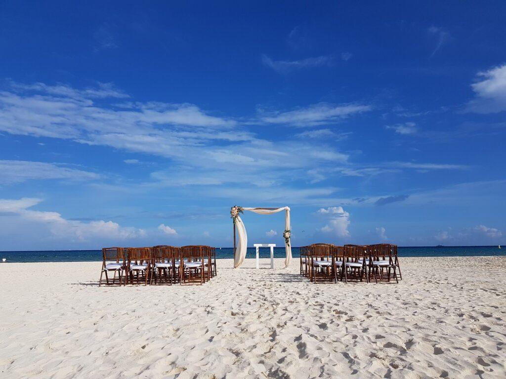 beach wedding ceremony at sandos playacar