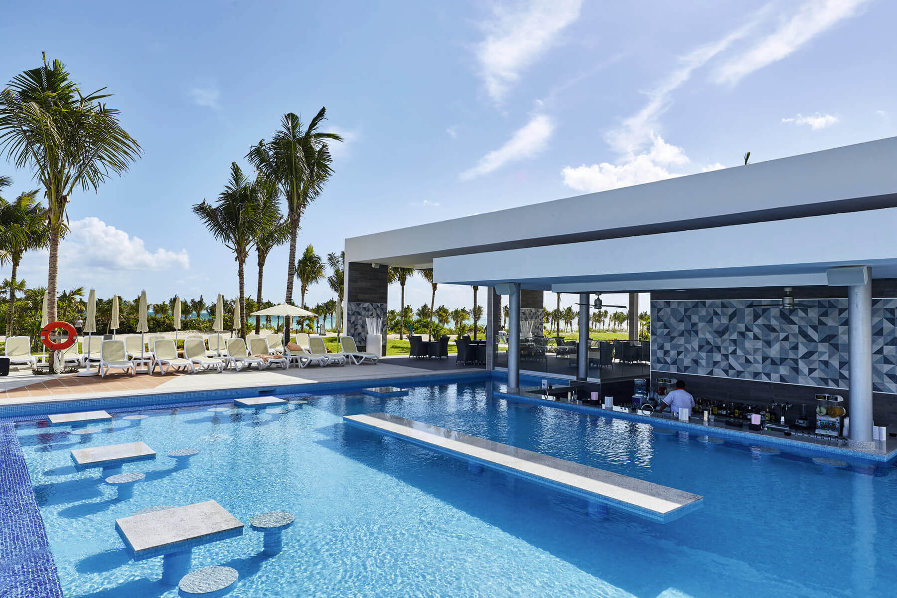 swim up bar at the riu dunamar