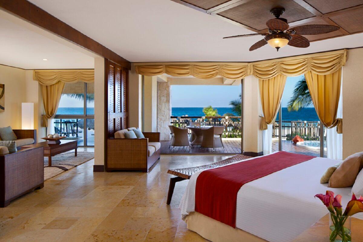 Preferred Club Ocean Front Governor Suite interior view