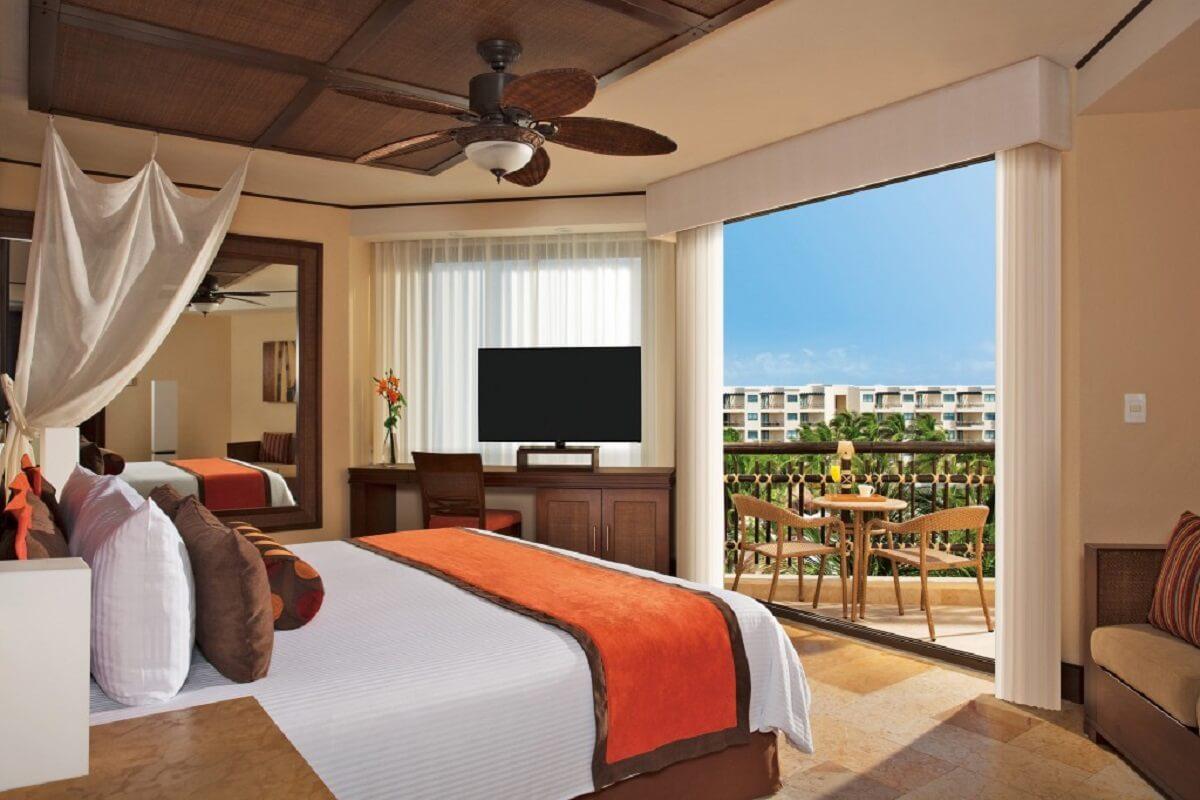 Premium Deluxe Tropical Garden View interior