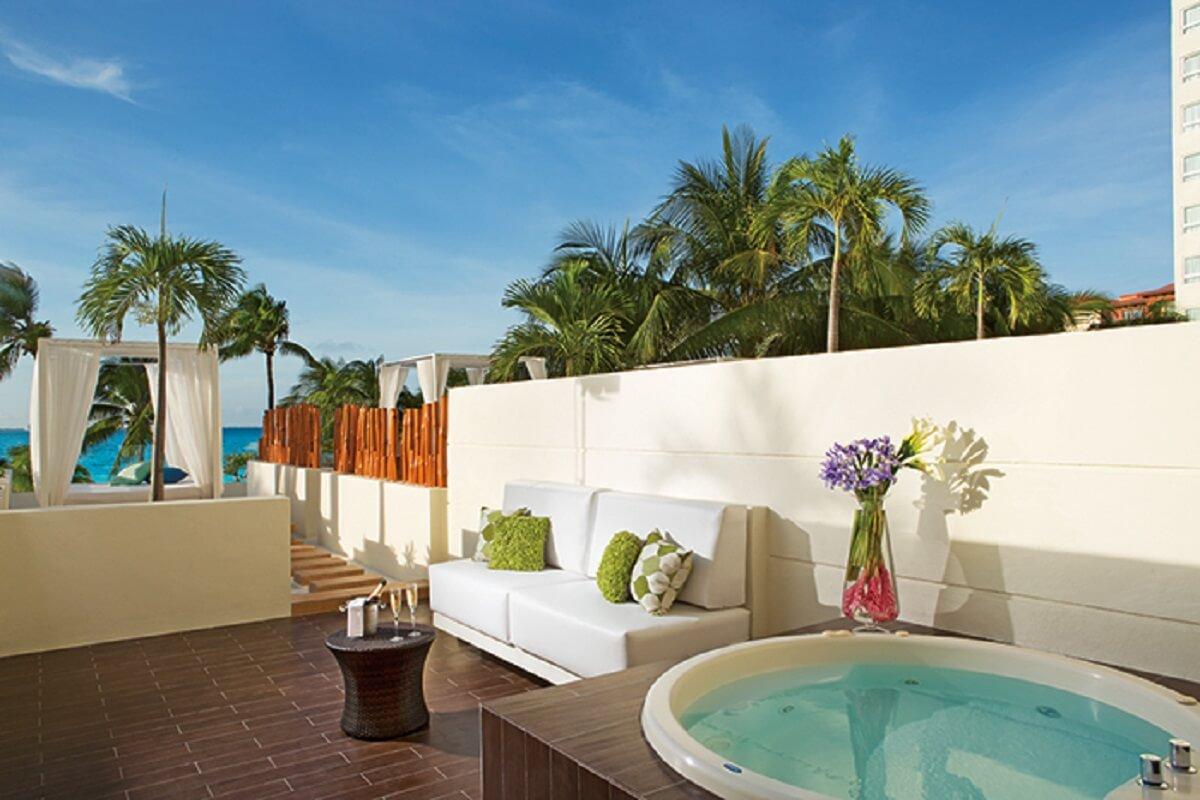 Preferred Club Honeymoon Suite – Terrace