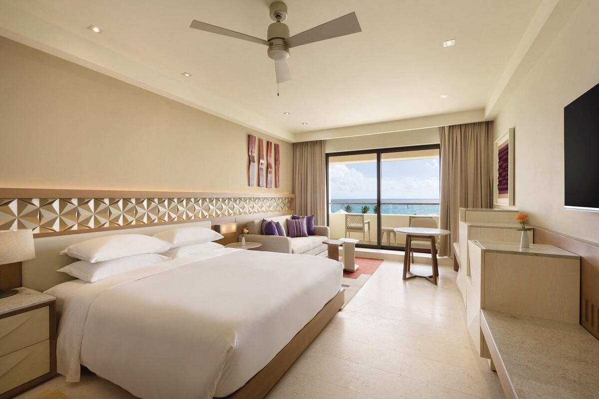 club room ocean front with king bed and ocean view hyatt ziva cancun