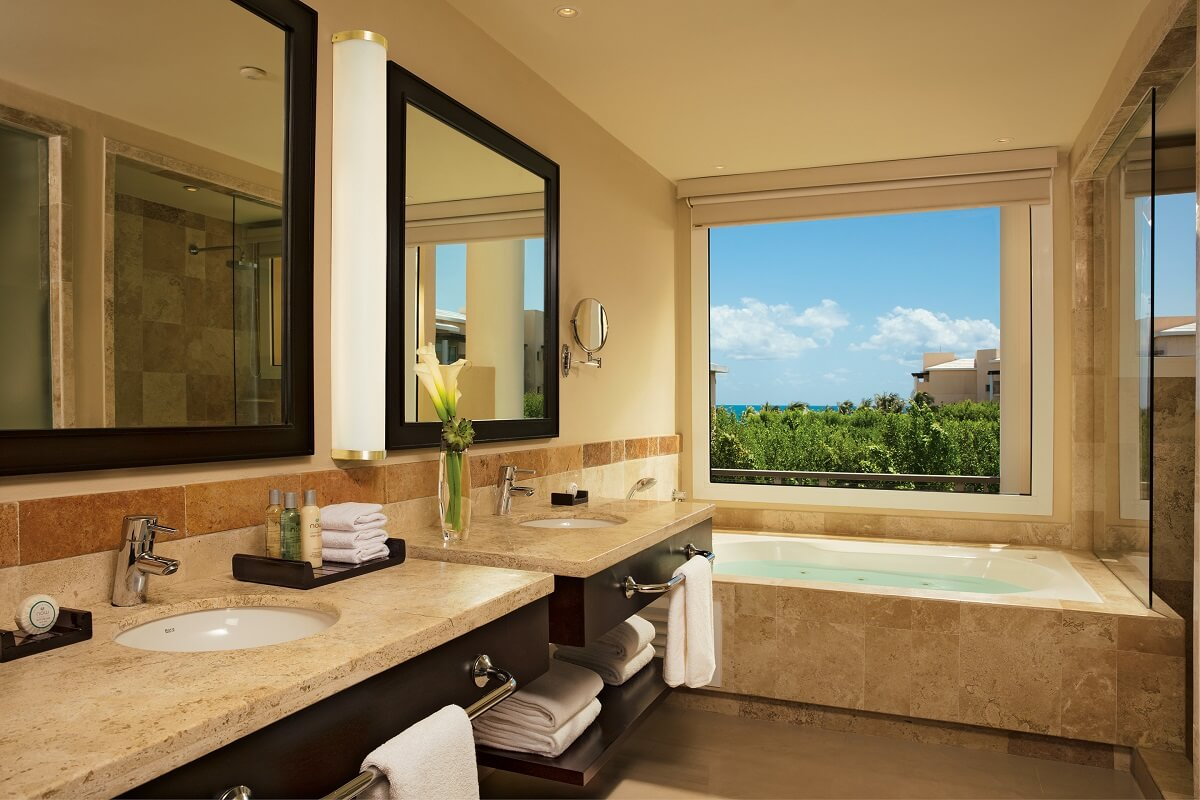bathroom with tub with jungle views