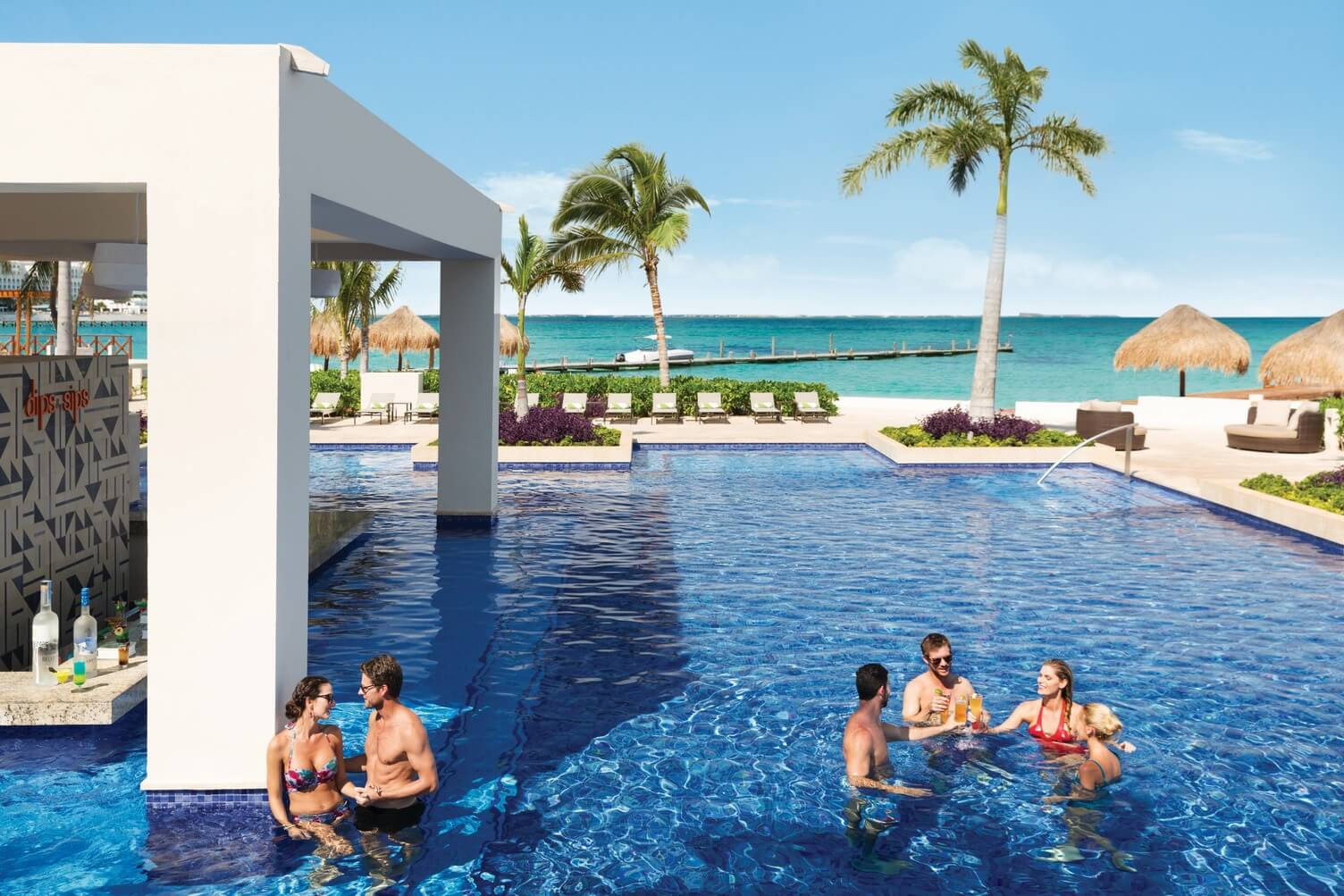 swim up bar with ocean view hyatt ziva cancun