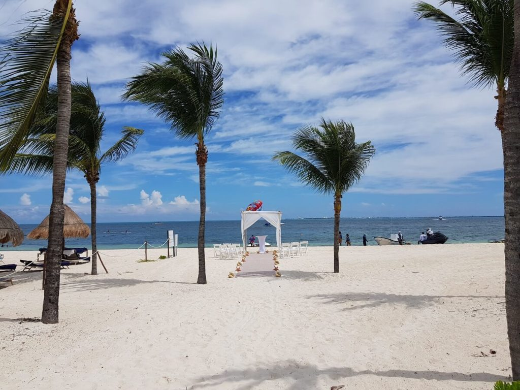 excellence playa mujeres wedding on the beach