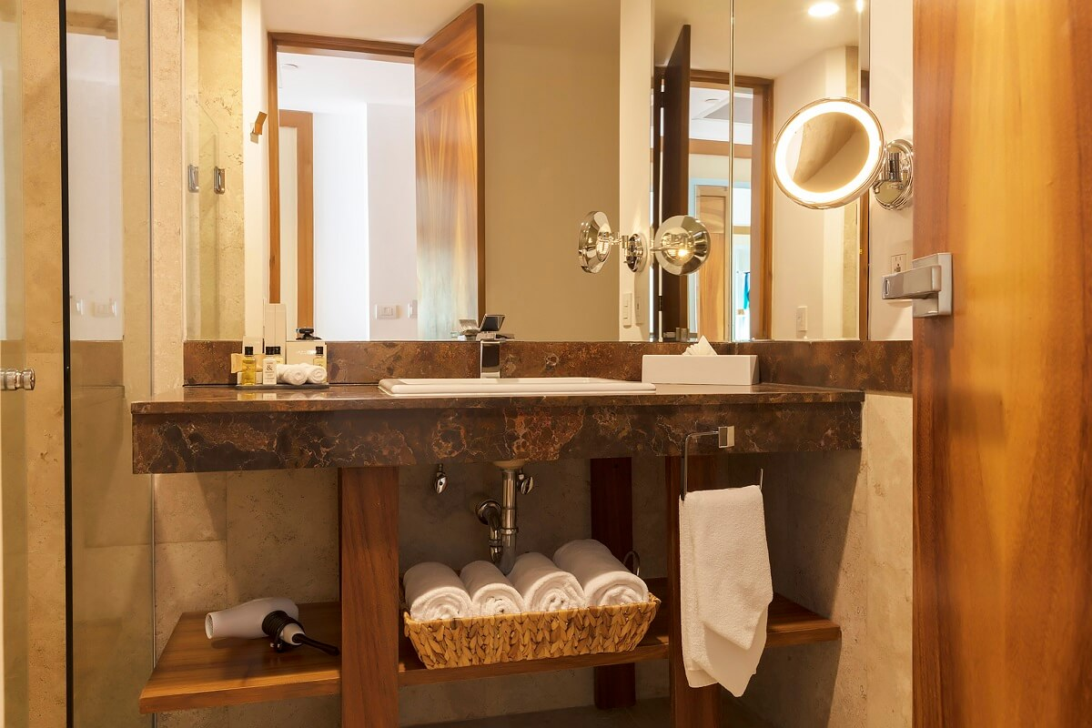 bathroom interior with vanity mirror, white towels and marble counter